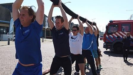 Brandweermensen trainen om fit te blijven