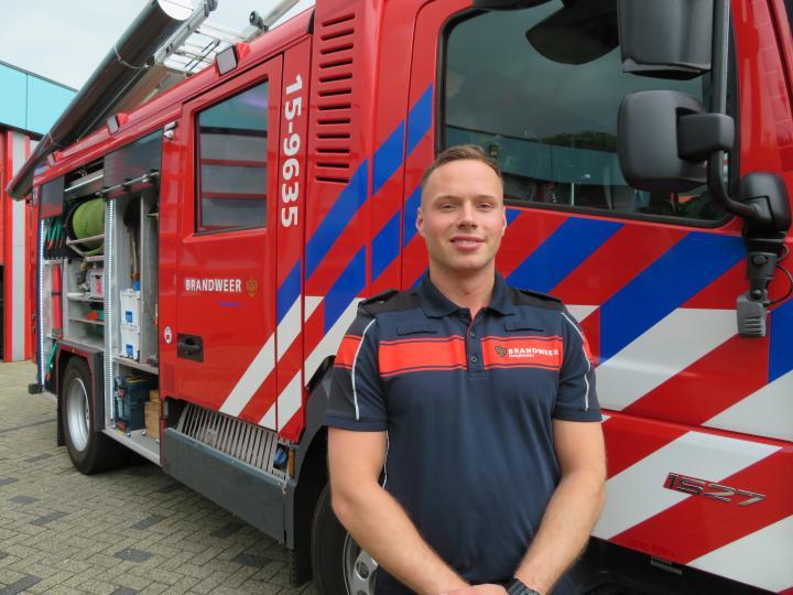 Brandweerman Wesley voor brandweerwagen