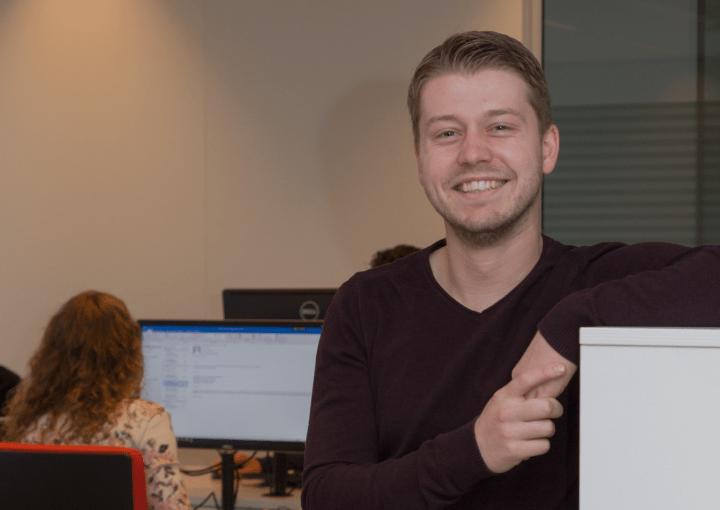 VRH-collega Teun Payens op kantoor